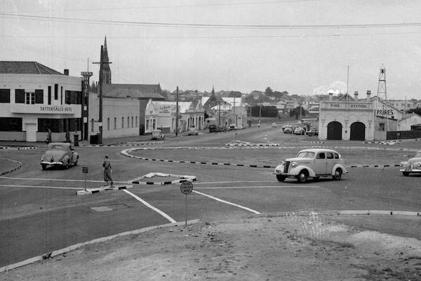 Warrnambool – Cityscape, Economy, Demographics
